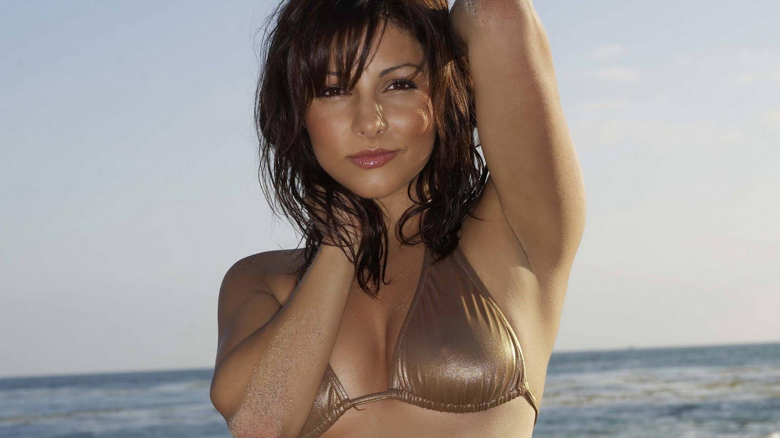 http://2.bp.blogspot.com/-HPU_PivOfvk/Te3UaZyPF5I/AAAAAAAAKlc/5dVJ5PuIhig/s1600/top-10-bikini-model-wallpaper%2B%2525281%252529.JPG