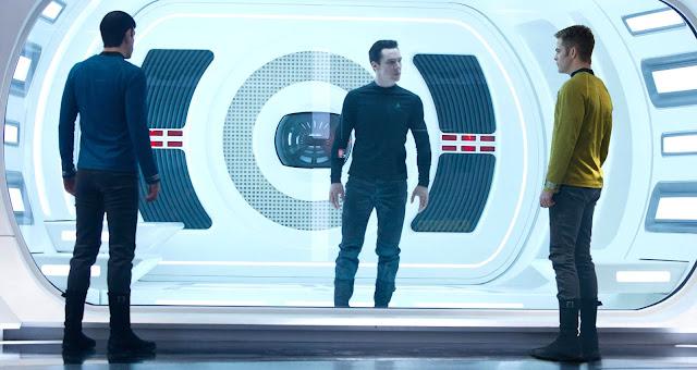 """Cena do filme """"Além da Escuridão - Star Trek"""""""