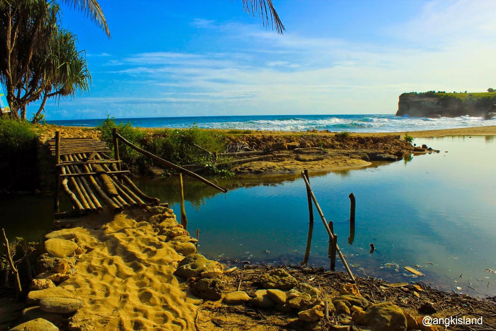 laguna pantai klayar