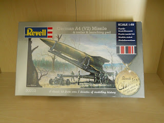 caja original del kit de revell del misil V-2 alemán de la IIGM
