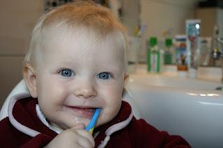 Cara Menggosok Dan Merawat Gigi Bayi Anda