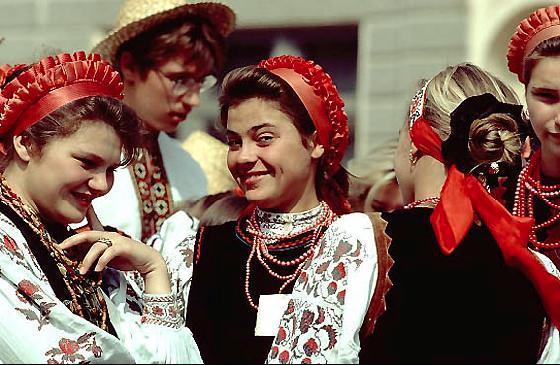 895408-Ukrainian women in traditional dress-Ukraine jpgUkrainian Everyday Clothing