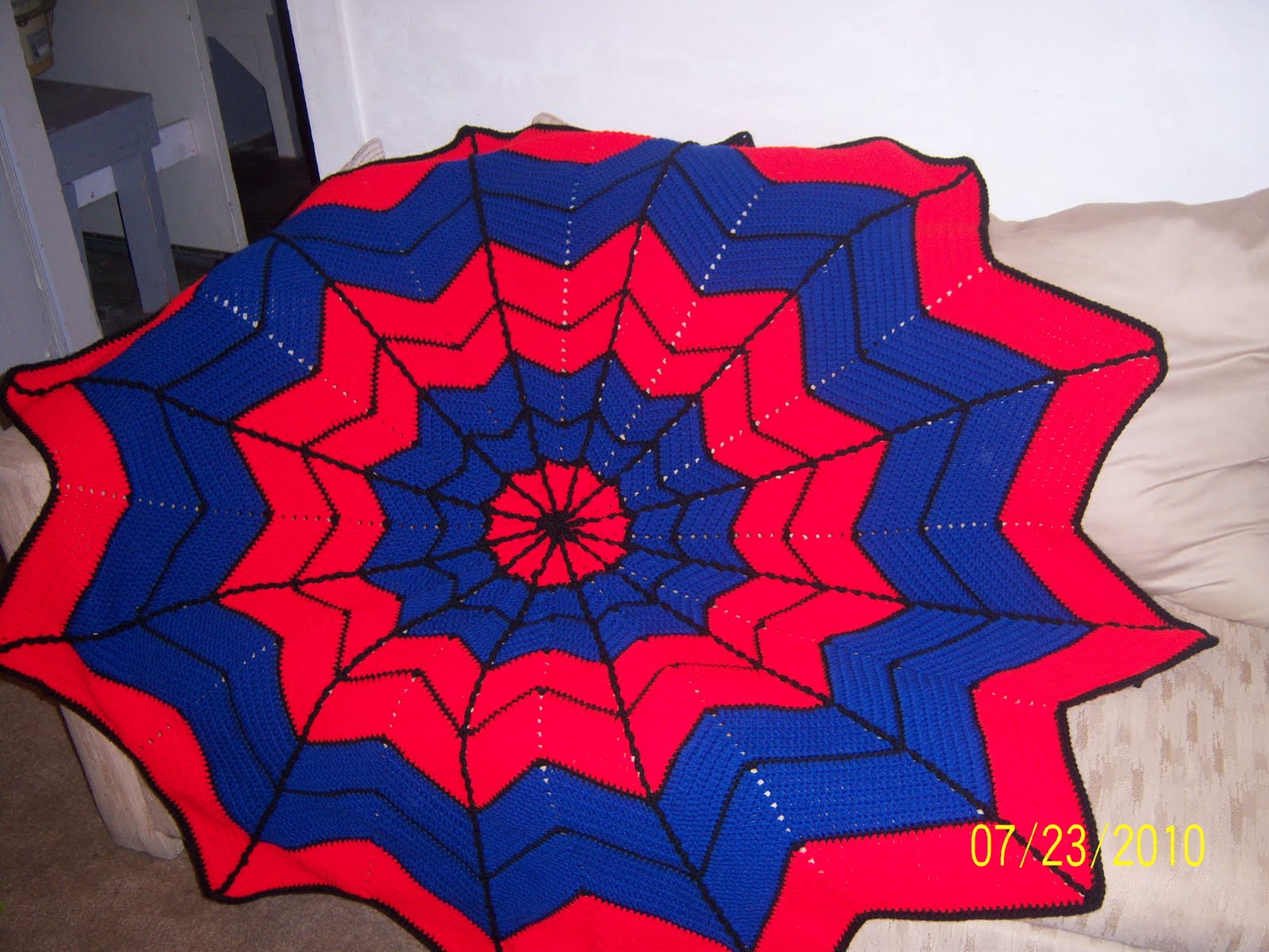 Crochet Pattern For Spiderman Blanket : Sharons Eclectic Retreat: Mondays Link to Free Crochet ...