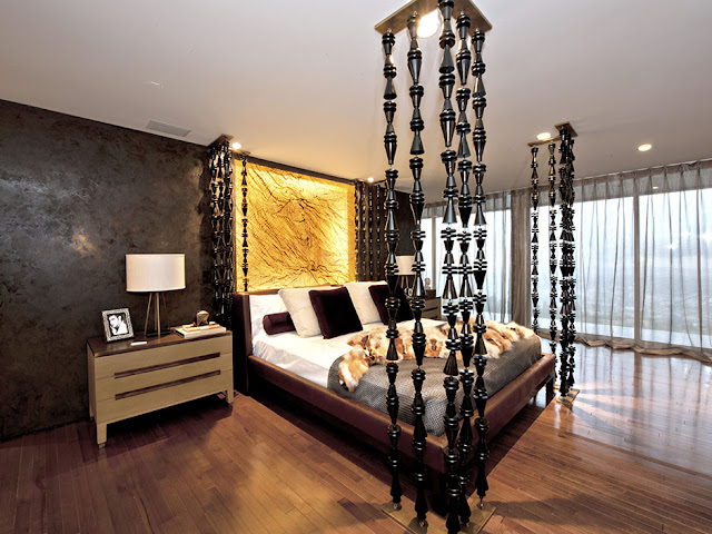 Picture of large floor to ceiling bed in the modern bedroom