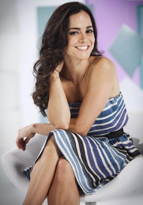 Alice Braga Hairstyle 16