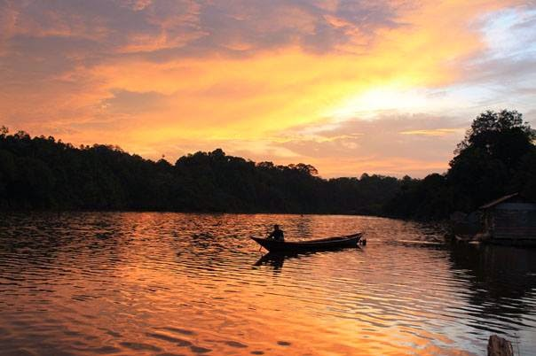 Danau Butong dikala senja