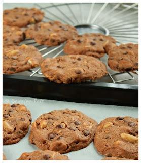 http://barafras-kochloeffel.blogspot.de/2013/06/erdnuss-cookies-oder-ich-brauche-wieder.html