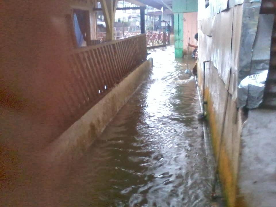 perumahan tergenang air akibat banjir di padang panjang