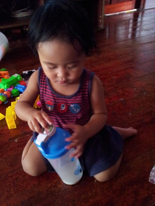 Kisah Botol Dan Air Kotak