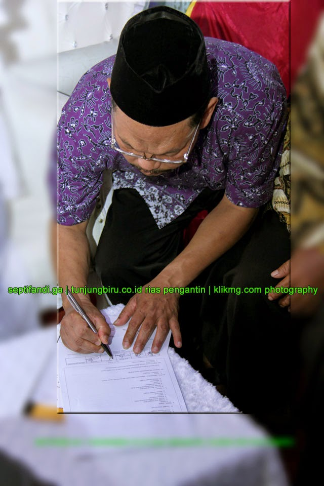 Acara Akad Nikah Septi & Fandi [septifandi.ga] oleh tunjungbiru.co.id Rias Pengantin Purwokerto | Foto oleh KLIKMG.COM Fotografi