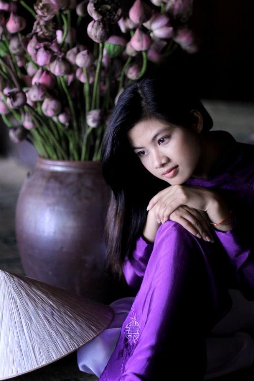 Hue charming girl in purple Ao dai, hue girl in ao dai, lovely hue girl in ao dai