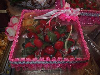 Gubahan Bunga Asam Merah