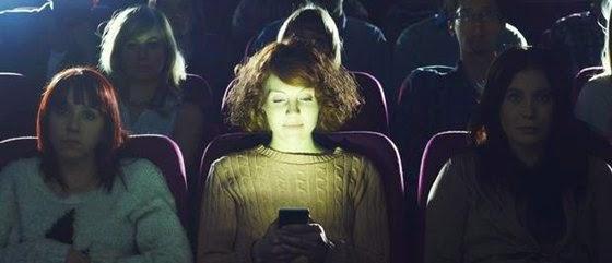 sms la cinematograf, proiectat direct pe ecran
