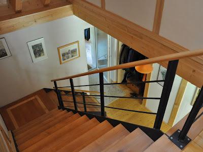 Внутренний вид дома. Лестница