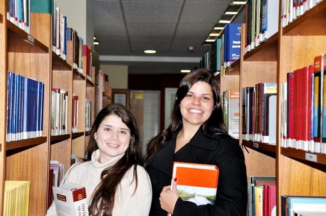 As estudantes Isabelle Paim (E) e Jordana Gabrielle Justino de Resende (D).