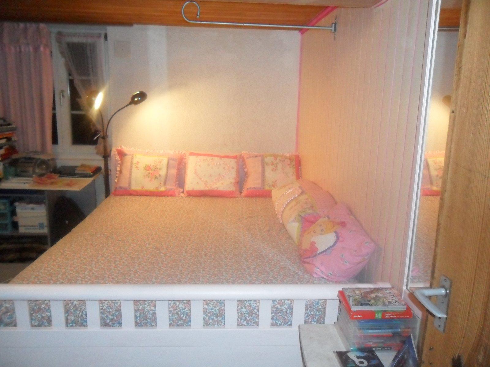 im kinderzimmer t ferwand selber renoviert und neu gestrichen. Black Bedroom Furniture Sets. Home Design Ideas