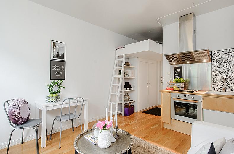 decorar kitnet pequena:abaixo do loft de 1,20, onde fica a cama, tem uma estante e o roupeiro