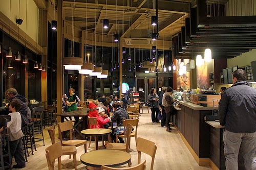 marketing environment of starbucks This article performs a swot analysis of the famous coffeehouse chain, starbucks the key themes in this analysis are related to the excessive dependence.