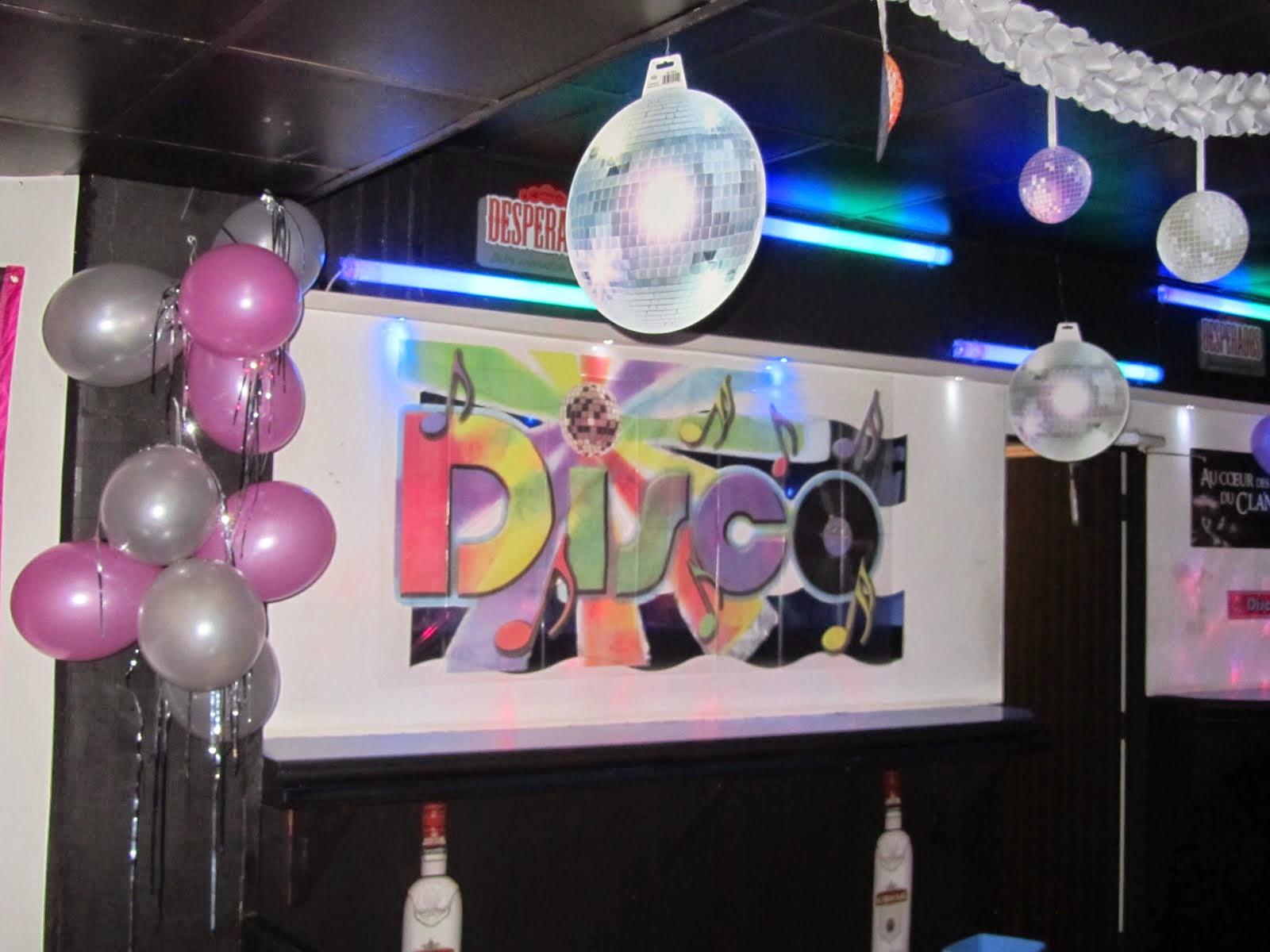 Conseils videos accessoires et decorations pour soirees a for Idee deco annee 90