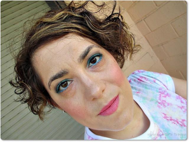 Maquillaje en tonos azules y labial Pinckerbell de Wet n' Wild