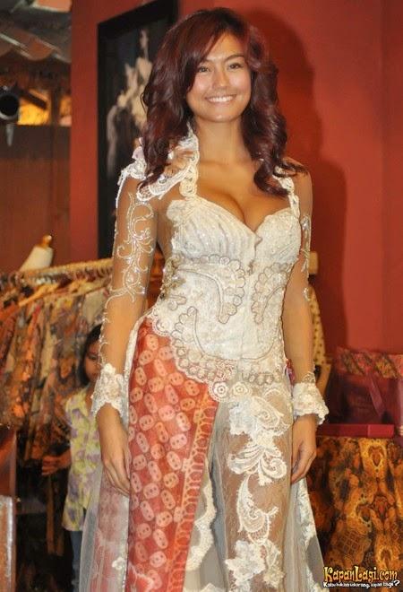 kebaya MOdern Agnes Monica - International Kebaya Batik Modern