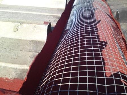 Los canalones reparar y limpiar canalones madrid - Como colocar un canalon ...