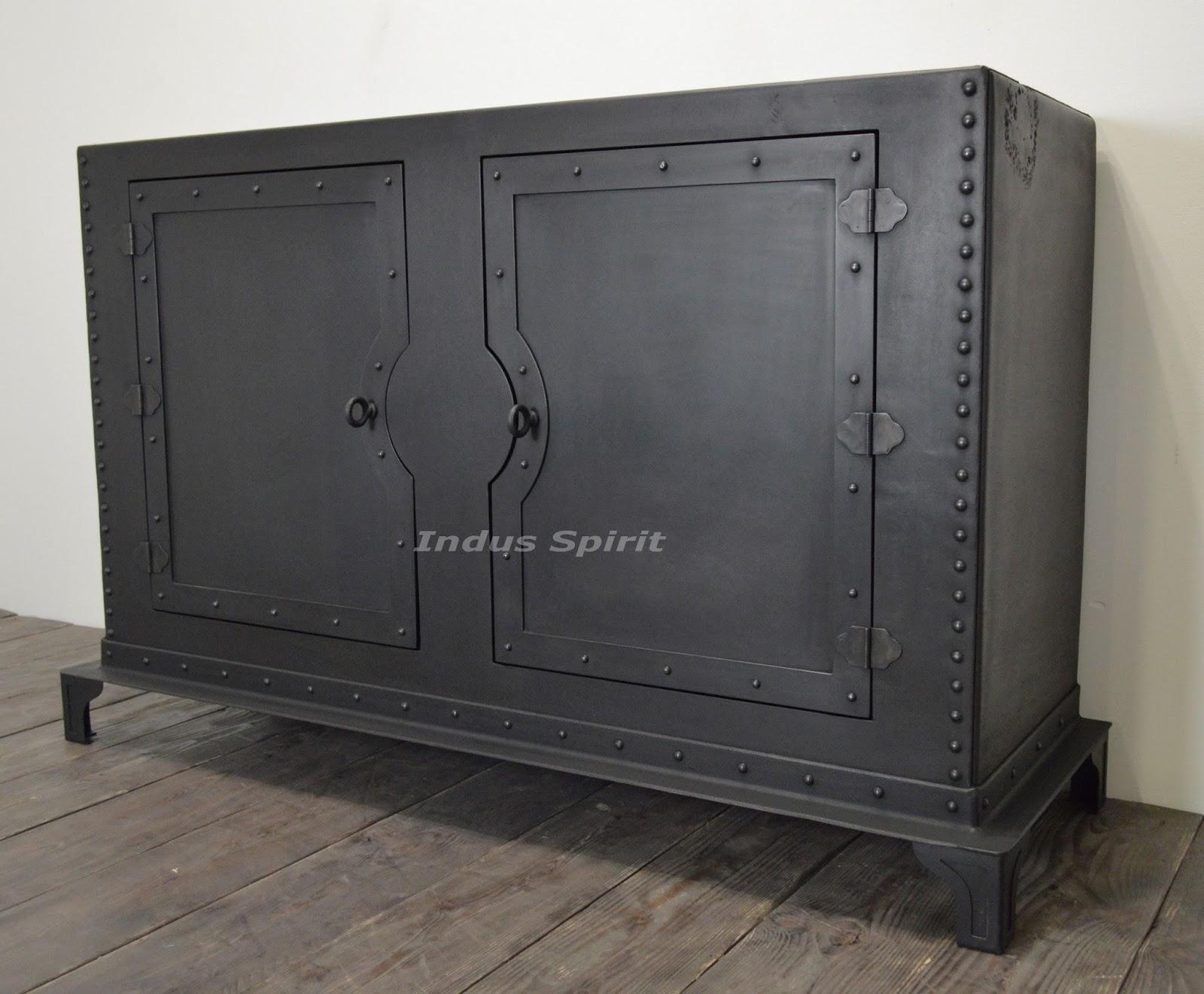 buffet industriel rivet. Black Bedroom Furniture Sets. Home Design Ideas