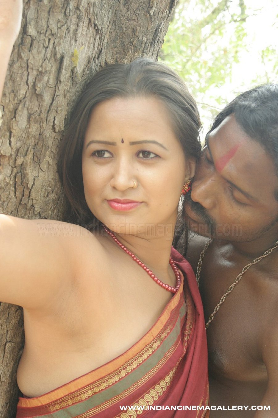 tamil mallu aunty romance in jungle hot shots from latest