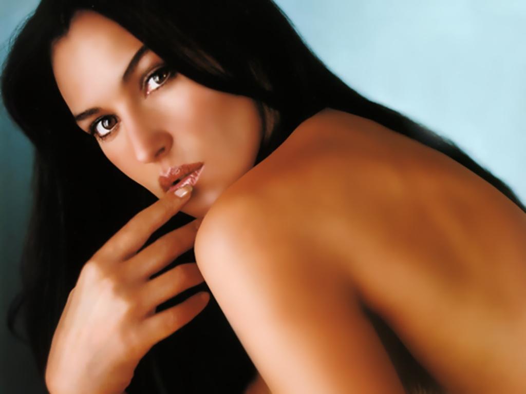 MONICA BELLUCCI ~ Celebrity Wallpapers - Emma Stone Monica Bellucci