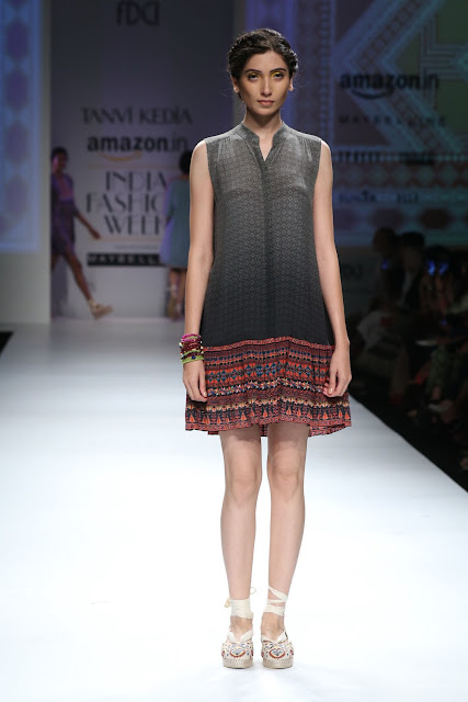 Model displayes Tanvi Kedia Collection:AIFW SS 2016