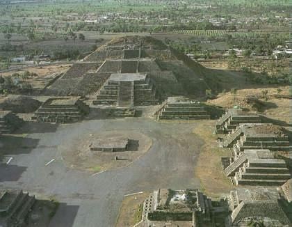 MEXICANOS EN EL FORO  Piramide_luna