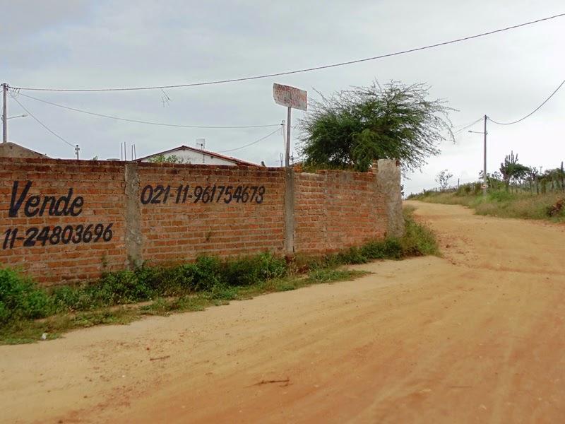 Vende-se um Terreno completamente murado, no bairro Luiz Eduardo Magalhães, na cidade de São José d
