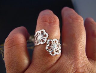 Open ring with 2 flower, made of sterling silver