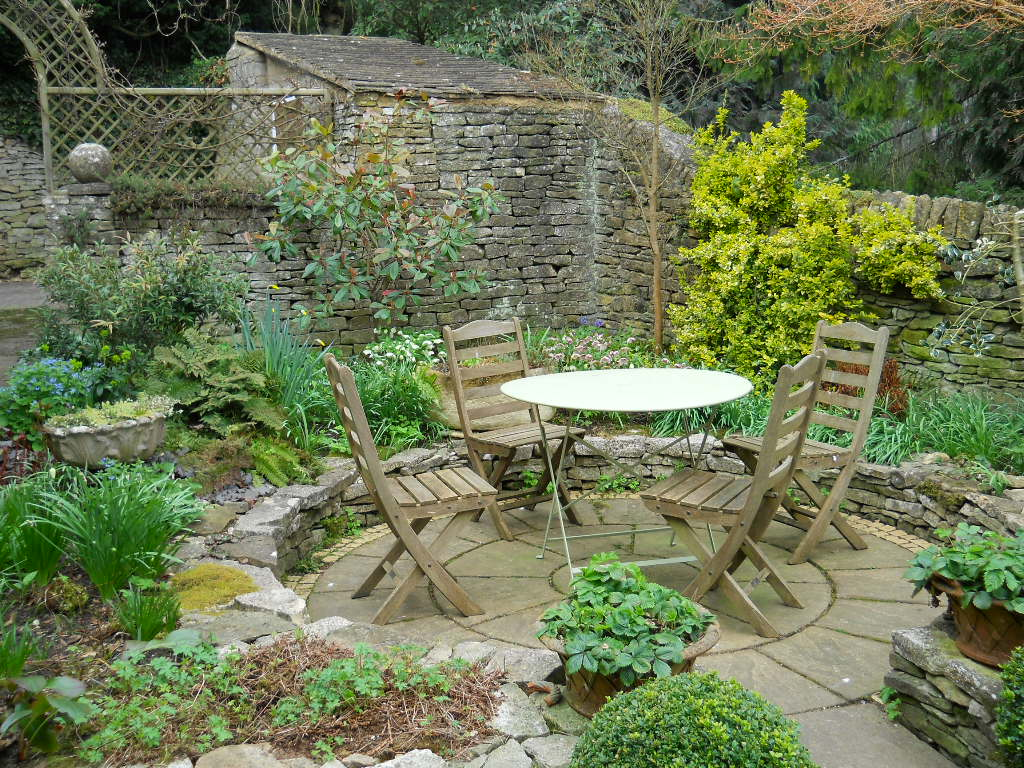 Anemone times gordon and mary hayward 39 s garden blockley for Really small garden ideas
