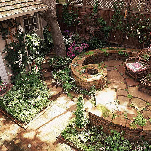 12 gorgeous small patios interior design inspirations for Backyard garden designs and ideas