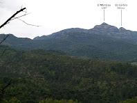 El Montcau i els Cortins des de l'avituallament de prop del Coll de Lligabosses