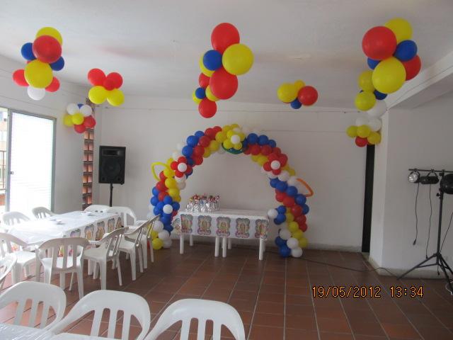 Decoracion primera comunion arco y angeles fiestas for Decoracion los angeles