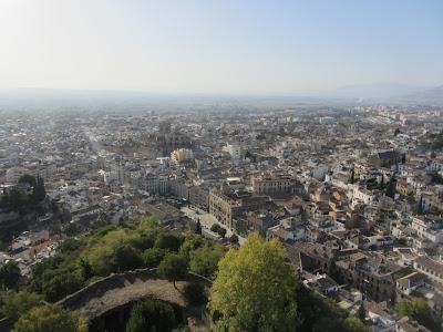 Granada, enclave turístico y conocida especialmente por los palacios y jardines de La Alhambra.