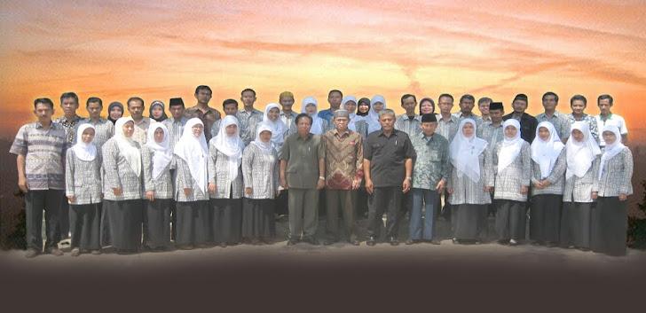 Photo Bersama Setelah Akreditasi 2011