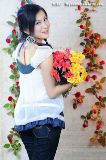 Cute myanmar girl Wut Hmone Shwe Yee