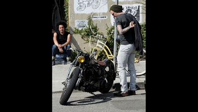 David Beckham Menunggangi Motor Chopper