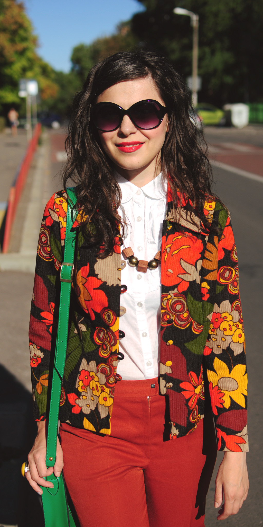 70s style outfit flowers blazer flares orange green satchel bag curly hair autumn thrifted