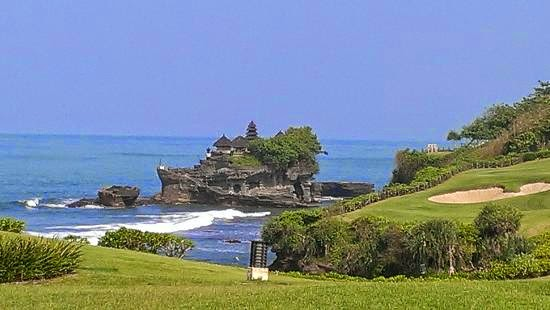 Holiday in Bali, Pura Tanah Lot, Hindu temple, sunset in Tanah Lot, holiday in bali, kecak dance, play golf in Tanah lot