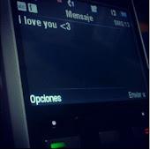 Quiero a alguien que guarde mis mensajes y los mire cuando me extrañe
