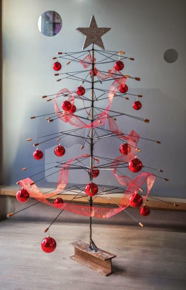 Arbol de Navidad con Paraguas Reciclados