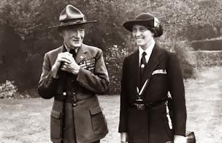 Baden Powell bersama istrinya, Olave Soames