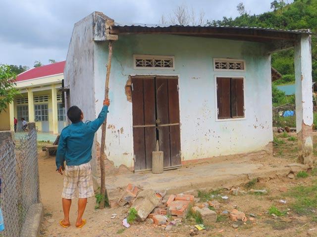 Gia Lai: Dân không dám ở nhà dự án vì sợ... sập