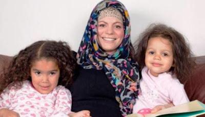 Kisah Perempuan Gila Pesta Yang Masuk Islam