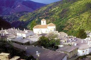 Vista a la iglesia de Bubión