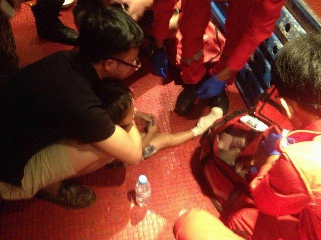 Kaki Kanak-Kanak 4 Tahun Tersepit Eskalator Di Lot 10